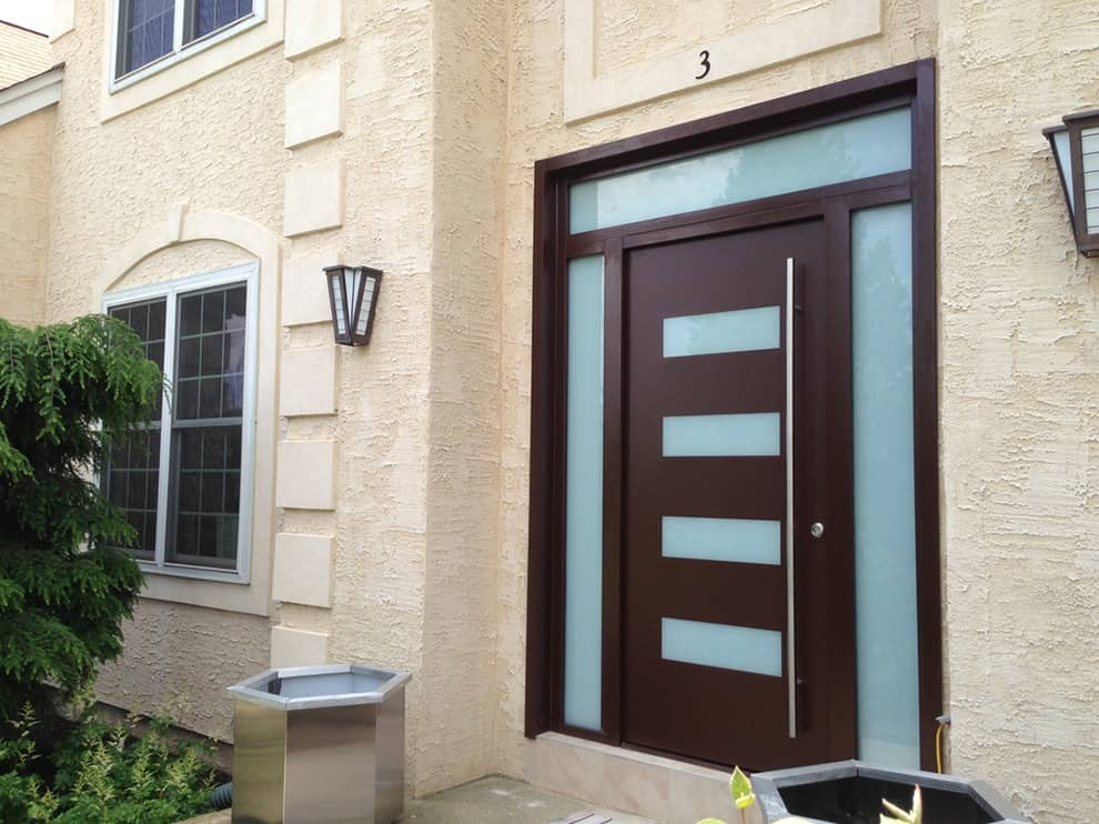 Modern fa ajtó